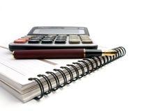 Penna del taccuino, del calcolatore e di fontana Fotografia Stock Libera da Diritti