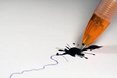 Penna di ballpoint rotta Fotografie Stock Libere da Diritti