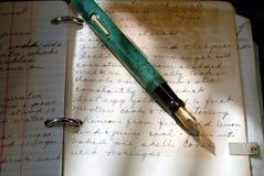 Penna di fontana dell'annata e vecchia scrittura Fotografia Stock Libera da Diritti