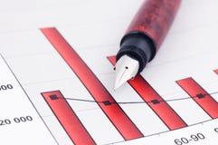 Penna di fontana e diagrammi di affari Immagine Stock Libera da Diritti