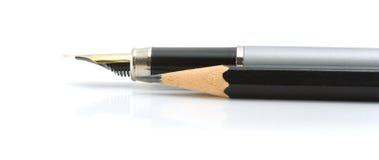 Penna di Foutain e matita nera Fotografia Stock