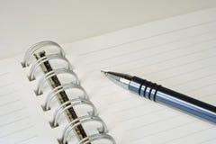 Penna di sfera e del taccuino. Fotografie Stock Libere da Diritti