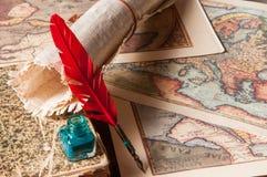 Penna di spoletta e uno strato del papiro fotografie stock