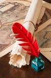 Penna di spoletta e uno strato del papiro immagine stock