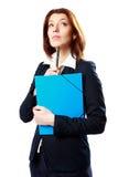 Penna di tenuta pensierosa della donna di affari con il taccuino Immagini Stock Libere da Diritti