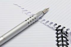 Penna e blocchetto per appunti del metallo Fotografia Stock