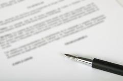 Penna e contratto Fotografia Stock Libera da Diritti