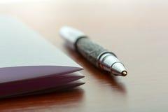 Penna e foglio di carta Fotografia Stock Libera da Diritti