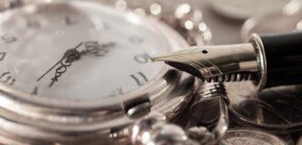 Penna e orologio da tasca Fotografie Stock