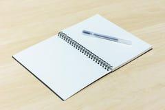 Penna e taccuino Fotografie Stock Libere da Diritti