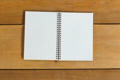 Penna, matita e blocco note stile piano di disposizione Immagini Stock Libere da Diritti