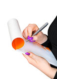 Penna nelle mani di un taccuino bianco immagine stock libera da diritti
