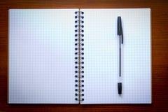 Penna och öppen Notepad Arkivfoton