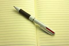 Penna och anteckningsbok Royaltyfri Foto