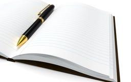 Penna och anteckningsbok på en vit bakgrund royaltyfri bild