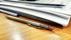 Penna och dokument, arbete Royaltyfri Foto