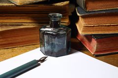 Penna och tomt ark royaltyfri fotografi