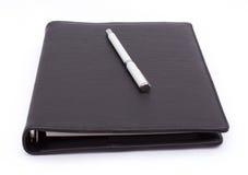 Penna på anteckningsboken Arkivfoton