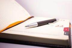 Penna på ett dagbokslut upp Royaltyfri Bild
