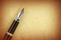 Penna stilografica a su carta Fotografia Stock