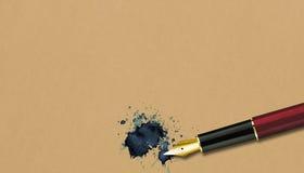 Penna stilografica su vecchia carta Fotografie Stock