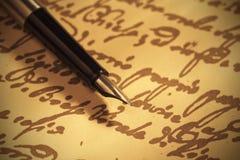 Penna su documento scritto a mano Fotografia Stock