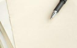 Penna su un documento. Fotografia Stock