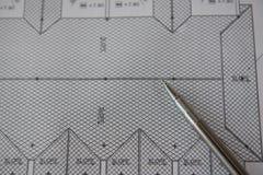 Penna sui modelli Concetto di ingegneria ed architettonico dell'alloggio Fotografia Stock Libera da Diritti