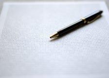 Penna sul documento Fotografia Stock Libera da Diritti