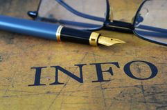 Penna sul testo di informazioni Fotografia Stock