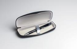 Penna in un contenitore di regalo Immagini Stock