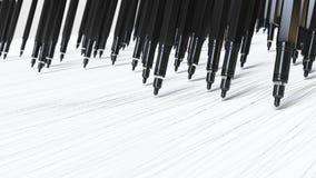 Pennarelli meccanici neri di Finepoint che disegnano le linee perfette su una superficie bianca Fotografie Stock