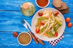penne ζυμαρικά με την ντομάτα και το arugula Στοκ εικόνες με δικαίωμα ελεύθερης χρήσης