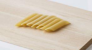 Penne макаронных изделий с разделочной доской Стоковое фото RF