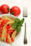 Penne con el tomate y la albahaca Imagen de archivo libre de regalías