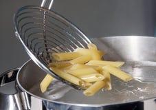 Penne, cozinhando a massa Fotografia de Stock Royalty Free