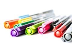 Penne di indicatore di colori isolate su fondo bianco Immagini Stock