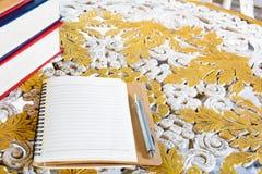 Penne e libri per le note Immagine Stock Libera da Diritti