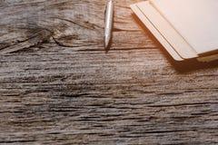 Penne e libri per le note Fotografia Stock
