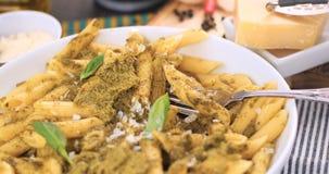 Penne italiano della pasta con la salsa di pesto Fotografia Stock Libera da Diritti