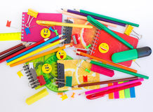 Penne, matite, gomme, con gli smiley e un insieme dei taccuini Immagine Stock Libera da Diritti