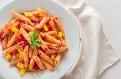 Penne med tomatsås och ny peppar Royaltyfria Bilder