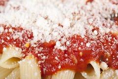 Penne met tomatensaus Stock Afbeeldingen