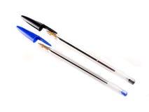 Penne nere e blu del pallpoint Fotografie Stock Libere da Diritti