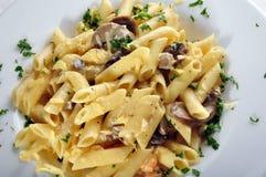 Penne Pasta com camarão fotos de stock royalty free