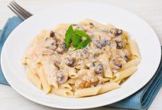 Penne pasta med champinjonsås Royaltyfri Foto
