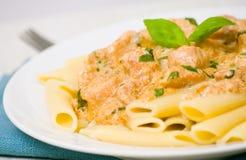 Penne pasta med feg meat, kräm- sås Fotografering för Bildbyråer