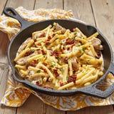 Penne pasta med feg och kräm- sås Arkivfoto