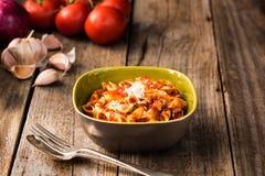 Penne Pasta med krämig tomatsås för Chorizo Arkivfoto