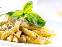 Penne pasta med Pesto sås Fotografering för Bildbyråer
